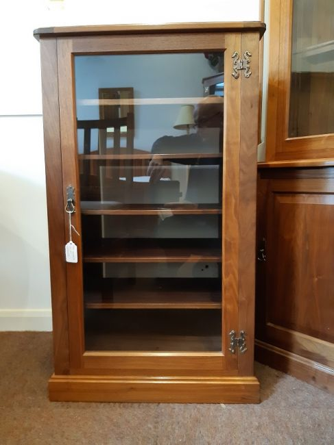 Walnut Hi Fi Cabinet, lift up top, in very good condition